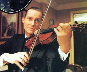 Jeremy-Brett-violin