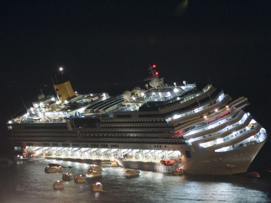 Passengers And Crew Abandon The Cruise Ship Costa Concordia On Jan - What was the last cruise ship to sink