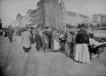 Shoppers at the outdoor food market, 7th Street at Pennsylvania Avenue, N.W.. Washington, D.C. View looking up 7th Street, ca. 1900. (Courtesy of the National Archives)